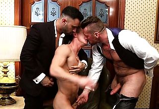 Muscle fag three way with money shot